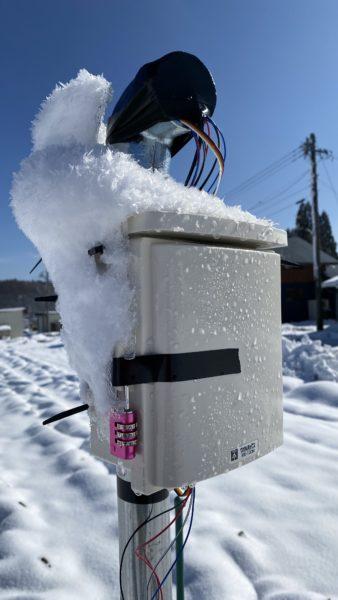 雪まみれのセンサボックス